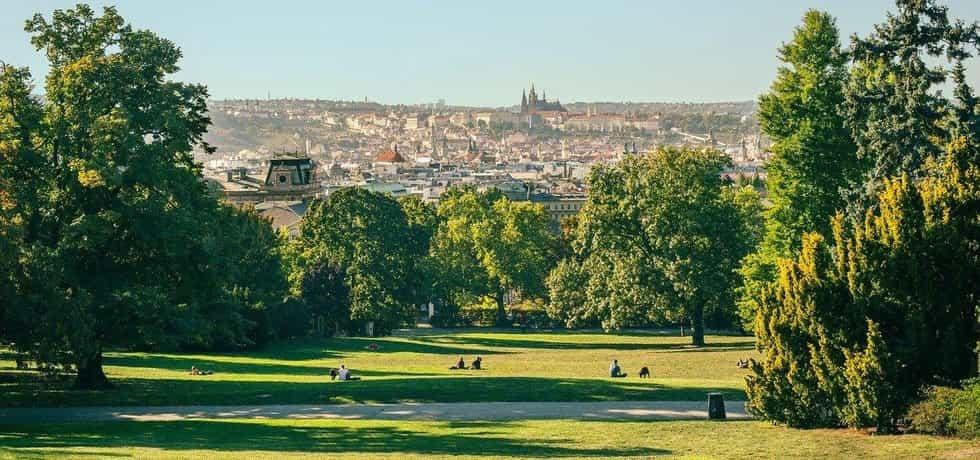 Riegrovy sady s výhledem na Pražský hrad