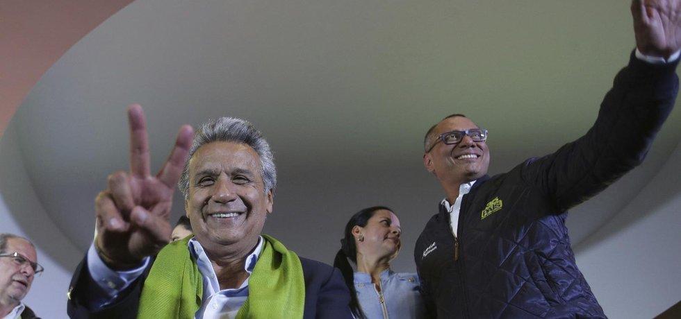 Vítěz ekvádorských prezidentských voleb Lenín Moreno (vlevo), společně se svým viceprezidentským kandidátem Jorgem Glasem.