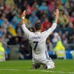 1. Cristiano Ronaldo (fotbal) – 93 milionů dolarů. Ronaldo zažil snových dvanáct měsíců. S Portugalskem vyhrál mistrovství Evropy, v Realu Madrid prodloužil smlouvu a doživotní kontrakt ve výši přesahující jednu miliardu dolarů mu nabídl výrobce sportovního oblečení Nike. Před pár dny pak s Realem obhájil vítězství v Lize mistrů.