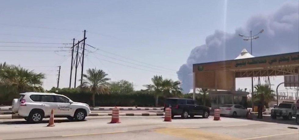 Útok drony vedený z Jemenu na ropná pole Saudi Aramco