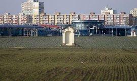 Jeded z pozemků v Leňanech, který chtěl premiér Andrej Babiš získat od Prahy a postavit na něm kanceláře pro státní úředníky