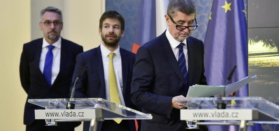Premiér Andrej Babiš, ministr spravedlnosti Robert Pelikán a ministr vnitra Lubomír Metnar