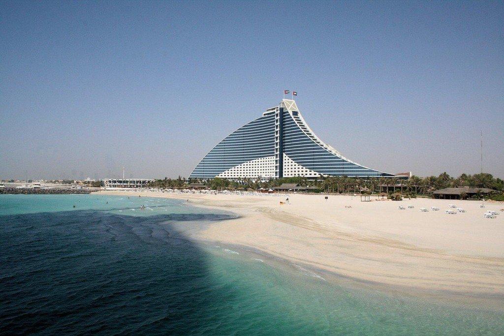 2. Dubaj (SAE) – 61 pětihvězdičkových hotelů, na snímku Jumeirah Beach Hotel