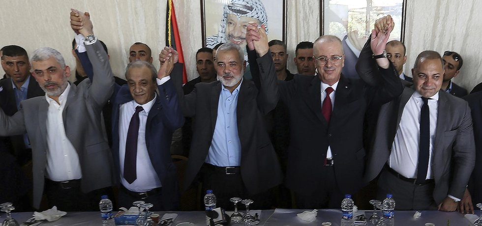(Zleva): vůdce hnutí Hamás v Pásmu Gazy Jahjá Sinwar, šéf palestinské tajné služby Madžíd Faraj, šéf politické reprezentace Ismail Haniya a další představitelé Palestiny, ilustrační foto