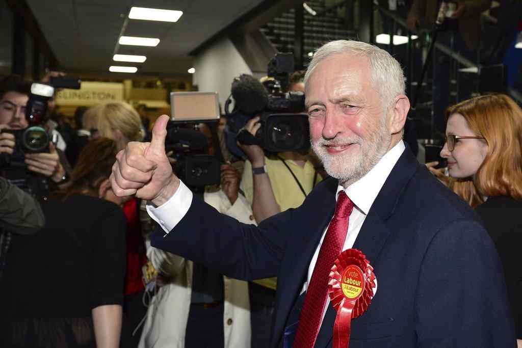 Jeremy Corbyn je spokojený. Jeho labouristé posílili