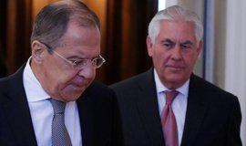 Ministři zahraničí Sergei Lavrov (Rusko) a Rex Tillerson (USA)