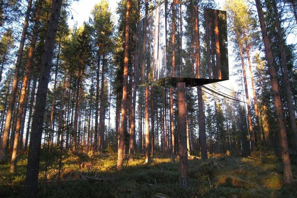 Skutečný unikát. Švédští architekti vymysleli luxusní hotely přímo na stromech pro hosty, kteří jsou zvyklí na vysoký standard a zároveň chtějí být blíž přírodě.