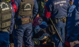 Maďaři jsou vybíraví. Přistěhovalce ze západu vítají. Proti těm z jihu ale opevnili hranici.