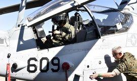 Česká armáda dostane nové vrtulníky. Obchod stvrdili ministři obrany Česka a USA