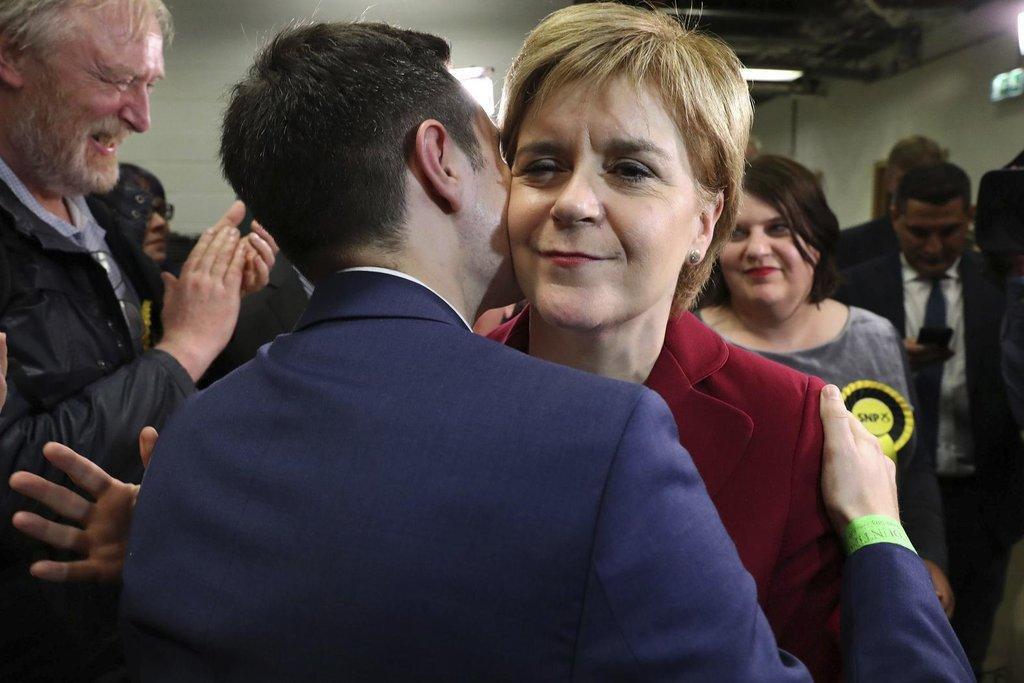 Britské volby přinesly neúspěch i pro Skotskou národní stranu tamní premiérky Nicoly Sturgeonové