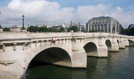 Sázka na tradici. Nejbohatší Evropan investuje miliardu dolarů do obchodního domu v Paříži