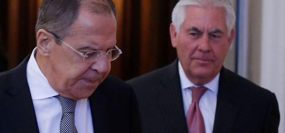 Ministři zahraničí Sergei Lavrov a Rex Tillerson