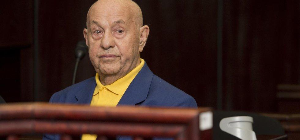 Znalec Doleček, který zkreslil posudek k Janouškově  najíždění autem na ženu, dostal podmínku