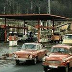 1 litr 95oktanového benzínu stál na sklonku roku 1989 8 korun. Dnes je jeho průměrná cena v Česku 30,8 koruny. Cena tak vzrostla 3,85krát. Na snímku je čerpací stanice v pražské Chuchli