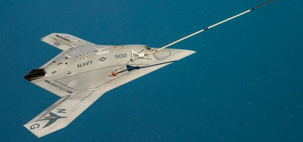 Ve vzduchu už doplňují palivo i bezpilotní stroje jako je tento s označením X-47B