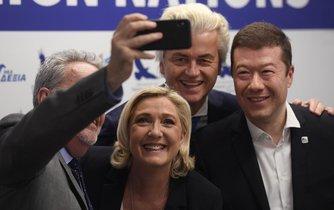 Předsedkyně francouzského Národního sdružení Marine Le Penová, předseda nizozemské Strany pro Svobodu Geert Wilders (uprostřed), Gerolf Annemans z frakce Evropa národů a svobody v Evropském parlamentu (vlevo) a předseda hnutí Svoboda a přímá demokracie Tomio Okamura (vpravo)