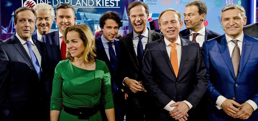 Společné foto představitelů vítězných nizozemských stran po březnových volbách