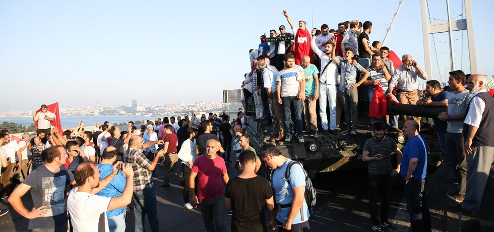 Pokus o puč v Turecku nejspíš zažehnán (Zdroj: ČTK)
