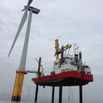 Stavba elektrárny na moři náročností připomíná práci na ropných plošinách