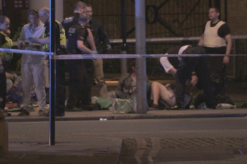 """""""Ještě neznáme všechny podrobnosti, ale byl to úmyslný a zbabělý útok na nevinné Londýňany a návštěvníky,"""" řekl londýnský starosta Sadiq Khan."""