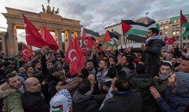 Demonstrace na podporu Palestiny v Berlíně se neobešla bez antisemitských projevů.