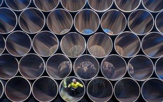 Potrubí pro stavbu plynovodu Nord Stream 2 na Rujáně