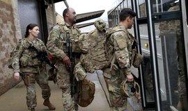 Američtí výsadkáři před odletem na Blízký východ