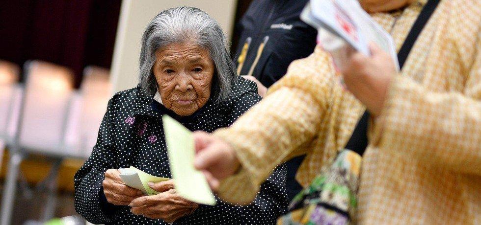 Volby v Japonsku, favoritem je strana LDP premiéra Abeho