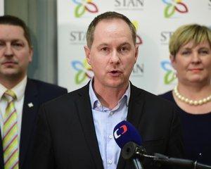 Předseda hnutí STAN Petr Gazdík informuje o tom, že hnutí starostů kývlo na nabídku lidovců utvořit pro sněmovní volby dvojkoalici.