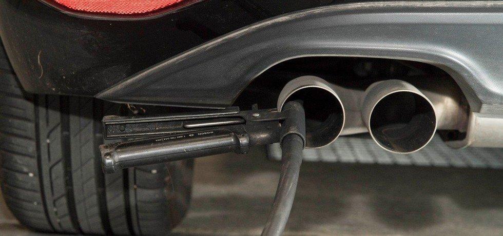Měření emisí, ilustrační foto
