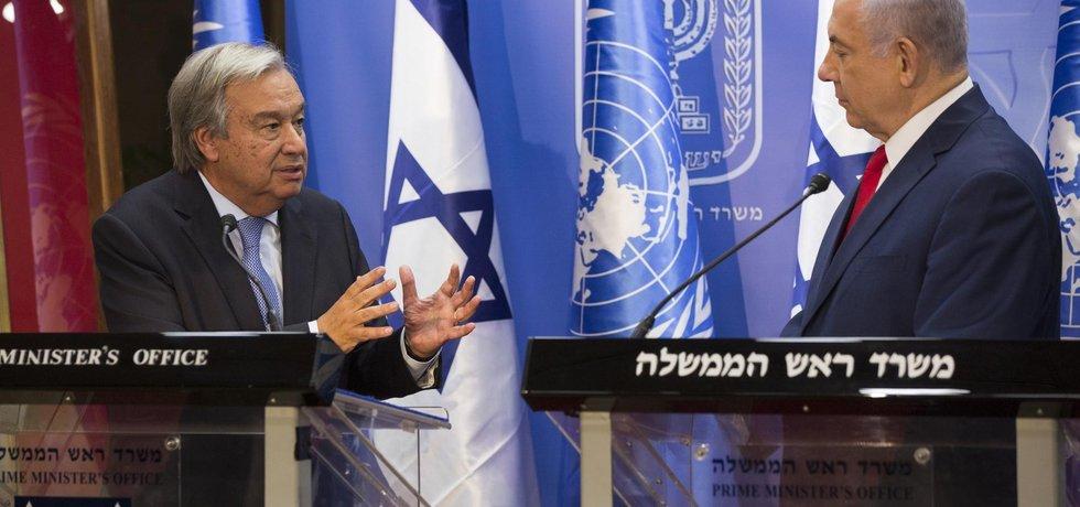 Izraelský premiér Benjamin Netanyahu (vpravo) a generální tajemník OSN Antonio Guterres v Jeruzalémě