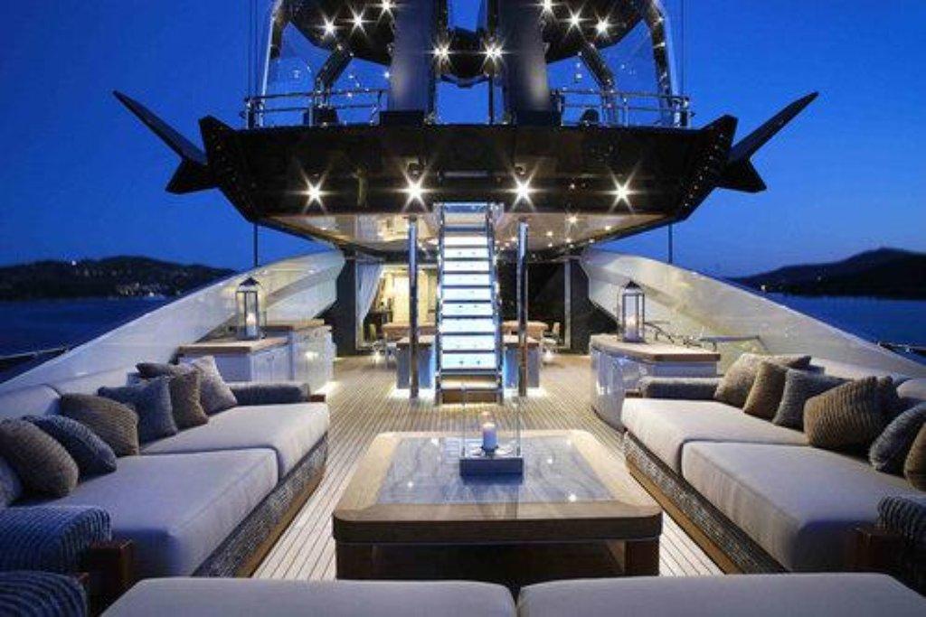 Loď má délku 64 metrů