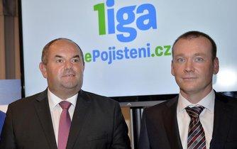 Předseda FAČR Miroslav Pelta (vlevo) a Dušan Šenkypl, ředitel společnosti ePojištění.cz