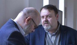 Daneš Zátorský (vpravo) a Radek Hradil u Krajského soudu v Ostravě, který je spolu s Davidem Rusňákem zprostil obžaloby z podílu na vytunelování ostravské záložny Unibon