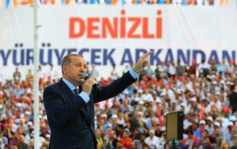 Recep Tayip Erdogan na shromáždění svých podporovatelů v Denizli