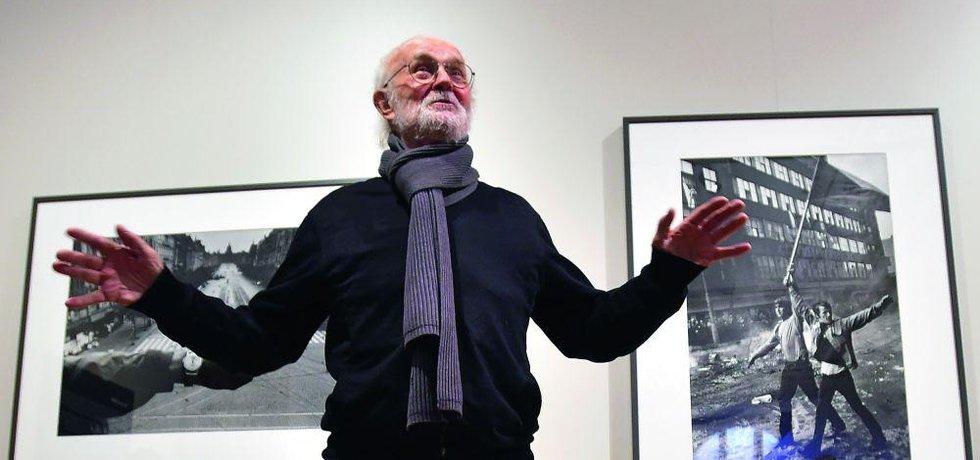 """Prague Photographer. """"Já jsem odešel z nutnosti, protože jsem se necítil dostatečně silný, kdyby policie zjistila, že fotografie z invaze, které byly po světě publikované, jsou moje,"""" vysvětluje Josef Koudelka, proč po roce 1968 odešel do emigrace"""