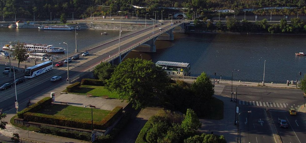 Park u Štefánikova mostu