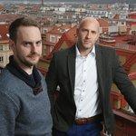 Sběratelé dat. Vedoucí datové platformy Golemio Benedikt Kotmel (vlevo) a šéf Operátora ICT Michal Fišer přetvářejí Prahu na chytrou metropoli.
