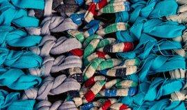 """Oblečení škodí zdraví: Ikea a H&M hledají textilie pro """"generaci Gréty"""""""