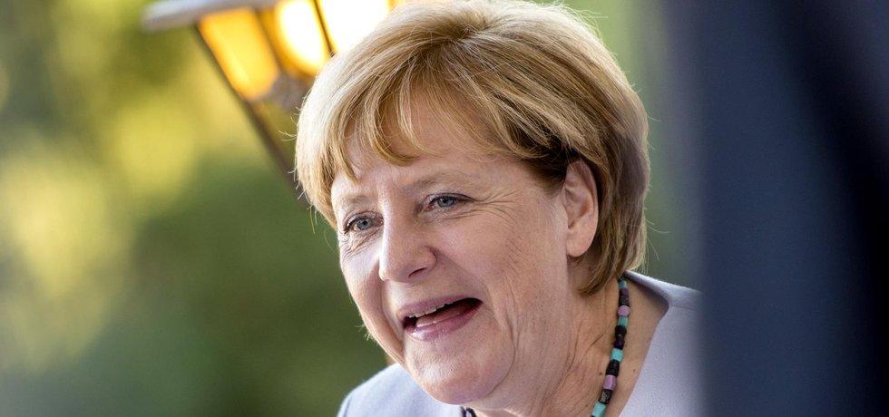 Návštěva Prahy Merkelové k úspěchu v německých zemských volbách rozhodně nepřispěla. České politiky se jí o své migrační politice přesvědčit nepodařilo.