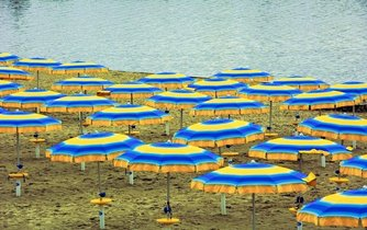 Vylidněná pláž, ilustrační foto