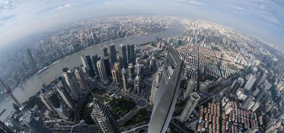 Panorama Šanghaje z vrcholu budovy Shanghai Tower (632 m)