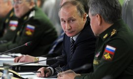 Ruský prezident Vladimír Putin a ministr obrany Sergej Šojgu