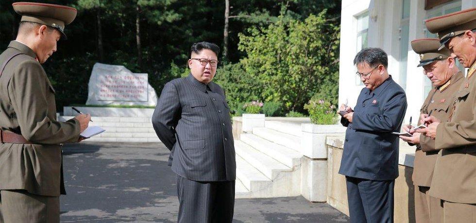 Kim Čong-un s nejbližšími