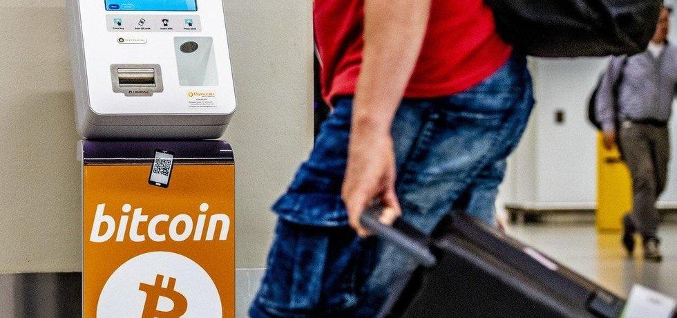 Automat na bitcoin, ilustrační foto