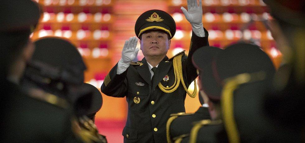 Záběr z vrcholících příprav na 19. sjezd komunistické partaje v Číně
