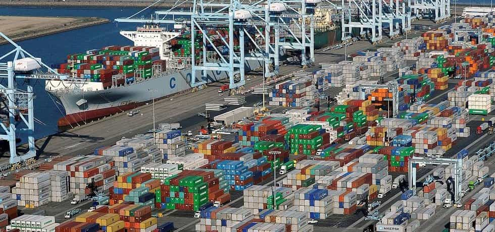Revoluce. Obrázek jeřábů vykládajících v přístavu řečené standardizované kontejnery z lodí na vagony natolik zdomácněl, že už to málokomu připadá revoluční. První kontejnery se však objevily až v roce 1956. Teď čeká rejdařství další revoluce, tentokrát digitální.