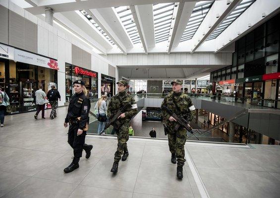 Armáda trhanů. Čeští vojáci si výstroj musí kupovat sami - Euro.cz 056c46e75b