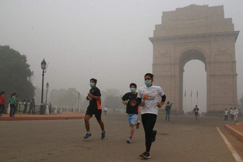 Smog v Dillí nezabránil běžcům absolvovat tamní závod