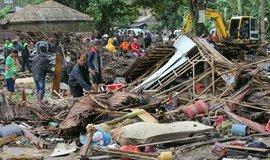 Po erupci sopky Krakatoa zasáhlo Indonésii ničivé tsunami